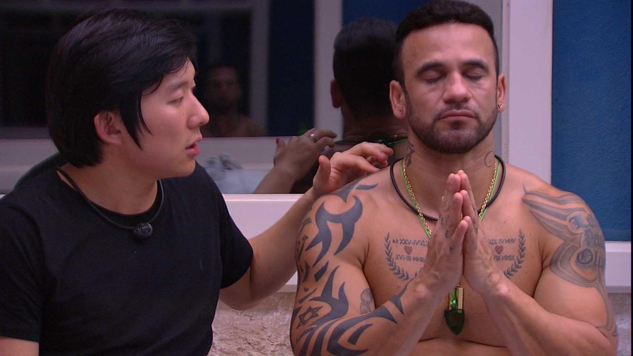 Pyong Lee aplica técnica de hipnose já no segundo dia de BBB